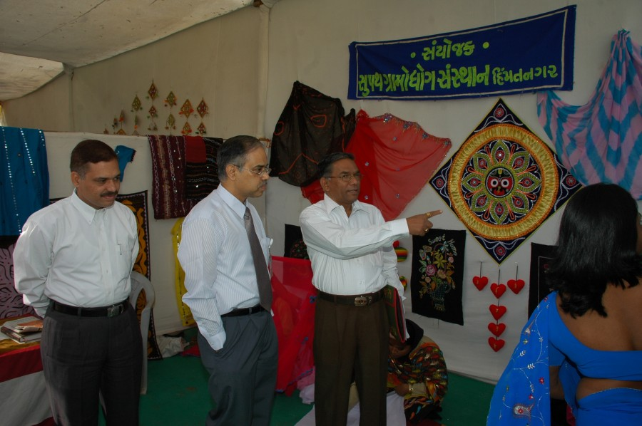 Shri V. Murli DGM and Shri S.K. Sharma AGM, SBI Observing exhibition stall